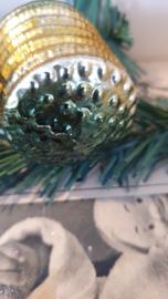 Antieke kerstbal: Lampion in groen met oud goud