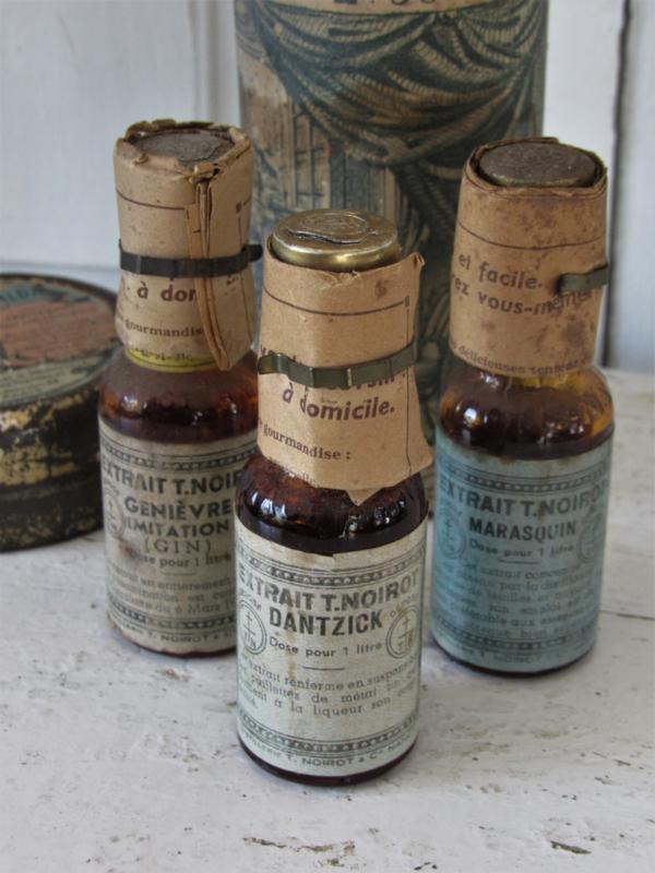 Antieke flesjes EXTRAIT (Essence) Fa. T. Noirot