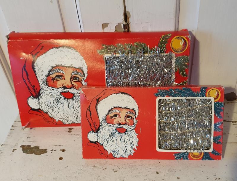 Set van 2 dozen oude LAMETTA guirlandes. 3 en 5 mtr. Prachtige afbeelding!