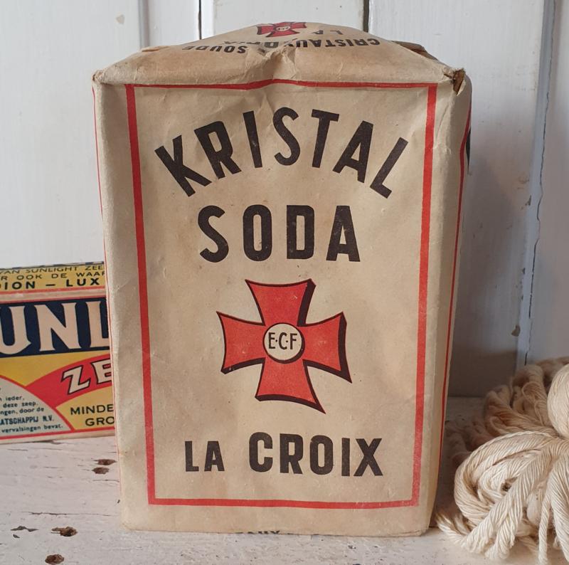 Oude volle en grote  verpakking KRISTAL SODA. La Croix