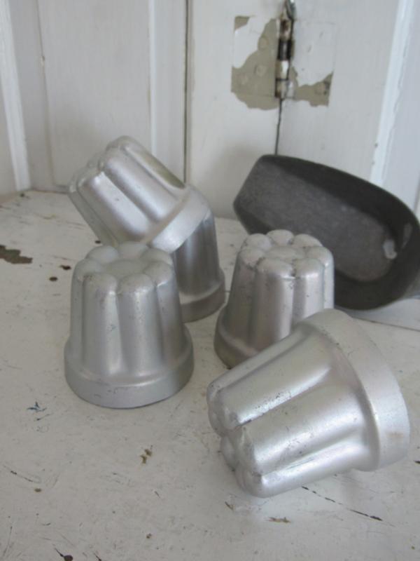 Oude aluminium Puddingvormpjes - Cakevormpjes