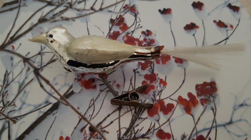 Oude/antieke kerstbal: Vogel op clip met parelmoer vleugels