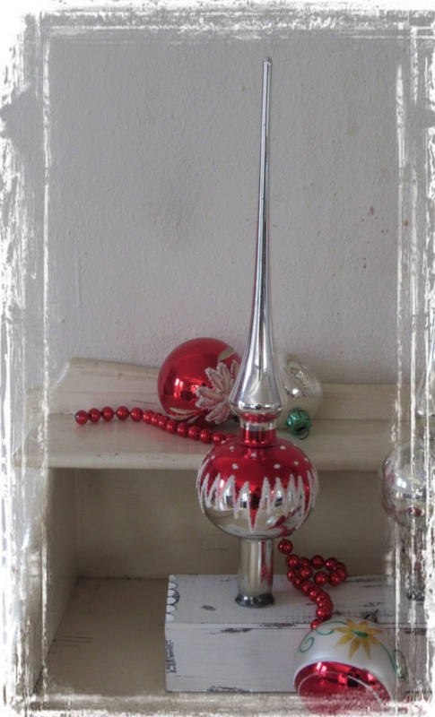 Prachtige oude piek in Zilver/rood/wit. 31 cm. hoog!