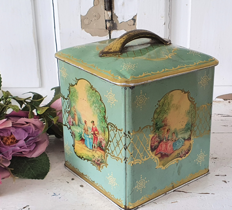 Romantisch brocant/Vintage  blik in Turquoise met Victoriaanse afbeeldingen. COTE d'OR