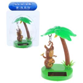 Hangende aap en palm boom solar pal