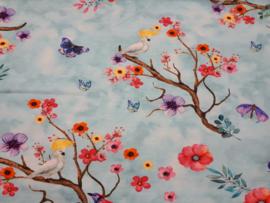 Tricot stof met vogeltjes en vlinder