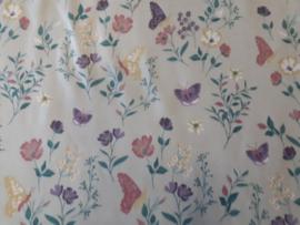 Crème tricot met bloemen en vlinders