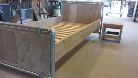 Steigerbuis / Steigerhout bed  GRIJS