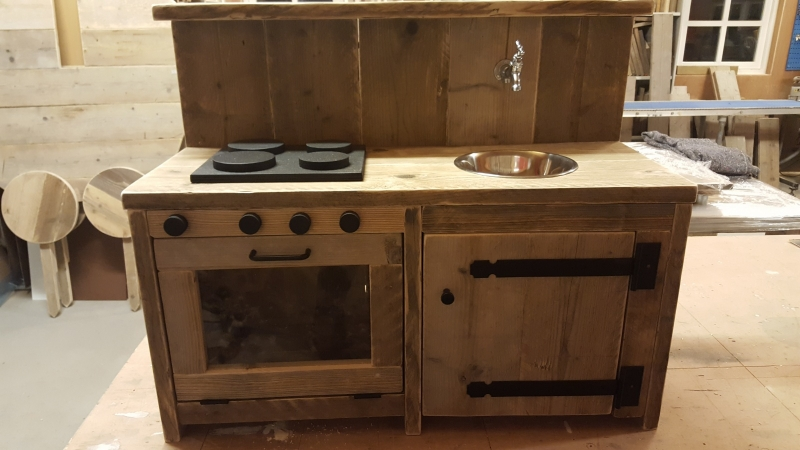Kinderkeuken van steigerhout