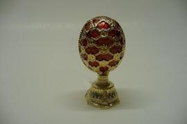 Voorjaars ei met boeket rood