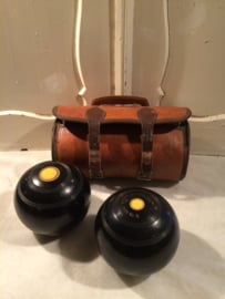 tas met bowling ballen