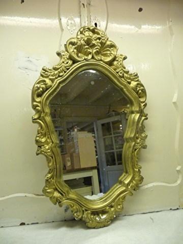 spiegel, hier en daar beschadigd