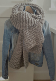 MRS KNITTING | BOBBIE gebreide bulky sjaal (Scheepjeswol)