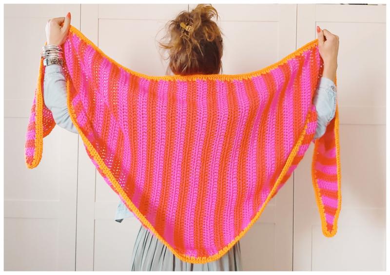CLAIRE driehoek sjaal gehaakt fuchsia, roze & oranje