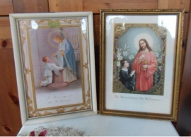 shabby chic:  Mooie set van originele lijstjes met religieuze afbeeldingen ter ere van H Communie