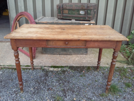 Oude grenen tafel VERKOCHT