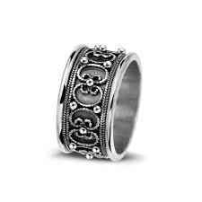 Prachtig bewerkte ring naar voorbeeld van Zeeuwse trouwring