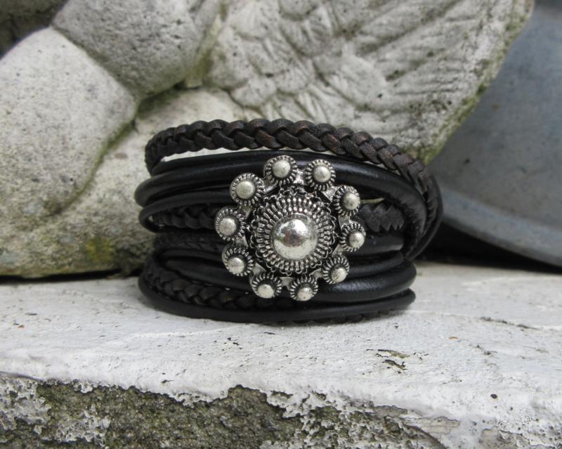 driedubbele zwarte wikkelarmband met grote knop