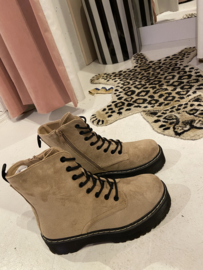 Kaki suede boots