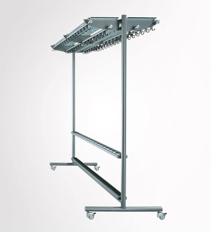 Rol-stand garderobe model Fin