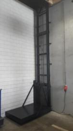 Goederen lift 1 kolom 100x100 5mtr hefhoogte