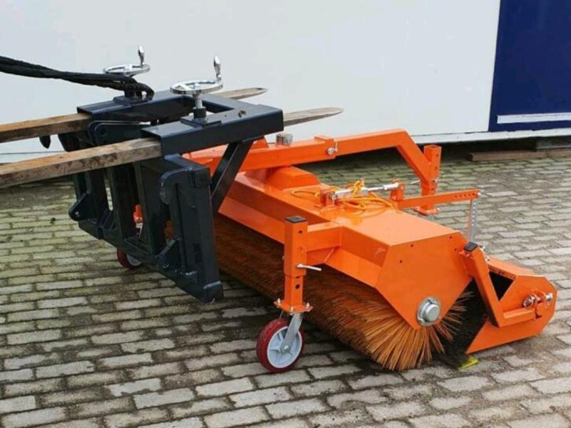 Veegmachine  voor heftruck shovel tractor