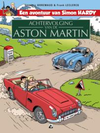 Simon Hardy 4, Achtervolging van de Aston Martin SC