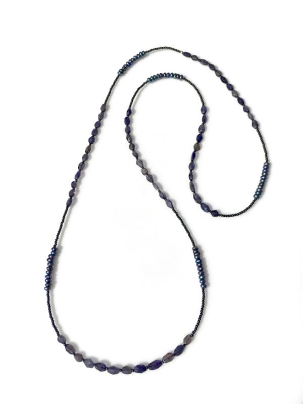 Ioliet, hematiet en zoetwaterparel collier