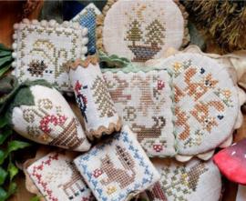 Heartstring Samplery - Festive Little Fobs Woodland Edition