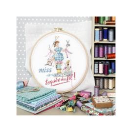 """Les Brodeuses Parisiennes - """"Miss Toquée du fil (Miss, crazy about thread) (patroon)"""