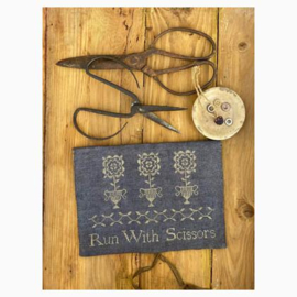 Stacy Nash Primitives - Run with scissors sewing pouch