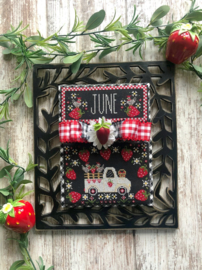 Stitching with the Housewives - Truckin' Along - June