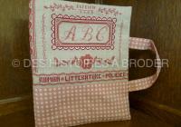 Des Histoires à broder - Liseuse ABC (kit)