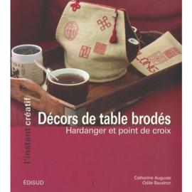 """Livre """" Décors de table brodés (Hardanger et point de croix)"""