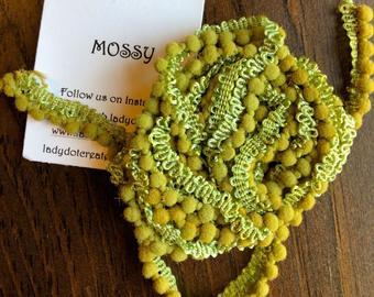 """Lady Dot Creates - Pom Poms - kleur """"Mossy"""""""