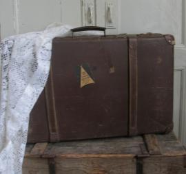 Koffer met leren riemen  VERKOCHT