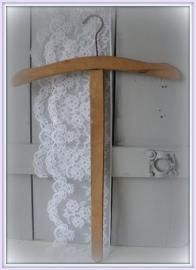 Blank houten knaapje  VERKOCHT
