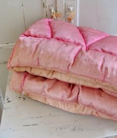 Roze boutis