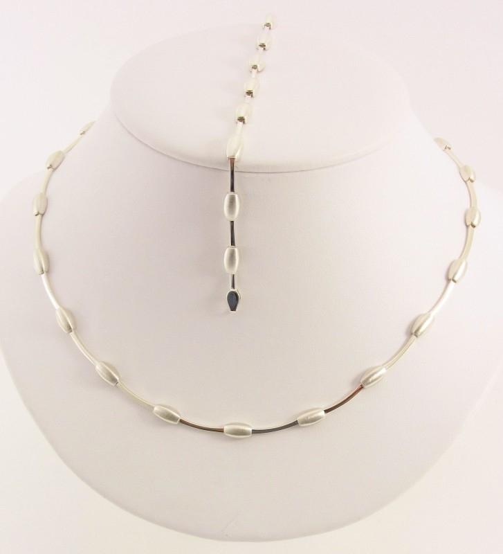 Zilveren collier en armband mat - glimmend