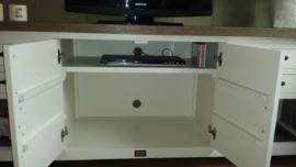 Landelijk wit TV-meubel met eiken blad 210 cm br. x 55 cm d. x 75 cm hg. XR