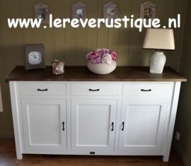 Hoog dressoir landelijk wit met eiken blad 200 cm br. x 55 cm d. x 110 cm hg.