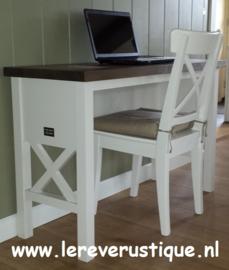 Landelijk bureau in wit met eiken blad 120 cm br. x 45 cm d. x 76 cm hg. XR