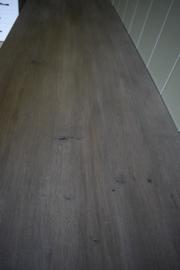 Landelijk dressoir in Tiramisu met eiken blad 200 cm br x 55 cm d x 90 h