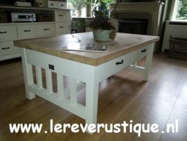 Landelijk witte salontafel met eiken blad, 2 laatjes + onderbalk 130 cm l.  x 85 cm br.  x 55 cm hg CR