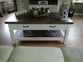 Strakke landelijke salontafel met eiken blad, magazineplateau + 2 laatjes 130 cm l. x 85 cm br. x 55 cm hg BR