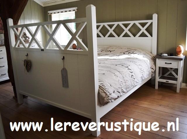 Xpression Rustique houten ledikant voor matrasmaat 160 x 200 cm
