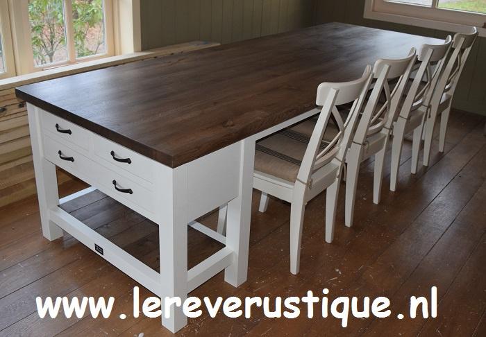 Eettafel in landelijk wit met eiken blad, 3 laden 280 cm l.  x 100 cm br. BRS