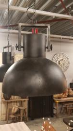Zwarte grote industriële hanglamp