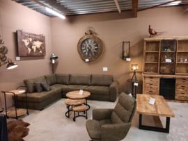 Industriële mango en vintage meubelen en accessoires hal 3