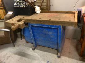 Blauwe vintage werkbank